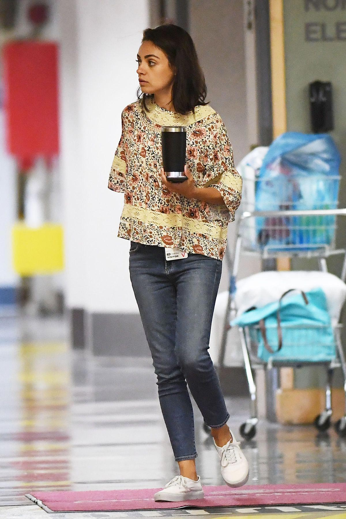 Mila Kunis Leaves a Hospital in Beverly Hills 2018/08/29 1