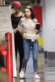 Mila Kunis Leaves a Hospital in Beverly Hills 2018/08/29 5