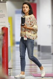 Mila Kunis Leaves a Hospital in Beverly Hills 2018/08/29 7