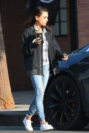 Mila Kunis Out for a Coffee in Los Angeles 2018/09/26 3
