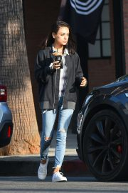 Mila Kunis Out for a Coffee in Los Angeles 2018/09/26 7