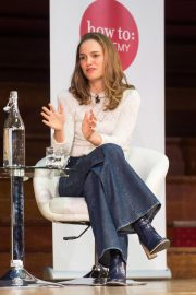 Natalie Portman in Conversation with Yuval Noah Harari at Central Hall Westminster in London 2018/09/27 4