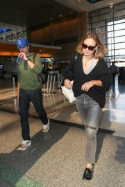 Olivia Wilde and Jason Sudekis at LAX Airport in Los Angeles 2018/09/27 3