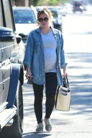 Pregnant Hilary Duff Leaves a Gym in Studio City 2018/08/30 9