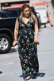 Pregnant Hilary Duff Out in Studio City 2018/09/06 3