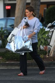 Pregnant Hilary Duff Out Shopping in Beverly Hills 2018/09/24 2