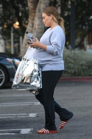 Pregnant Hilary Duff Out Shopping in Beverly Hills 2018/09/24 3