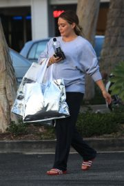 Pregnant Hilary Duff Out Shopping in Beverly Hills 2018/09/24 4