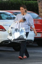 Pregnant Hilary Duff Out Shopping in Beverly Hills 2018/09/24 7