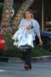 Pregnant Hilary Duff Out Shopping in Beverly Hills 2018/09/24 9
