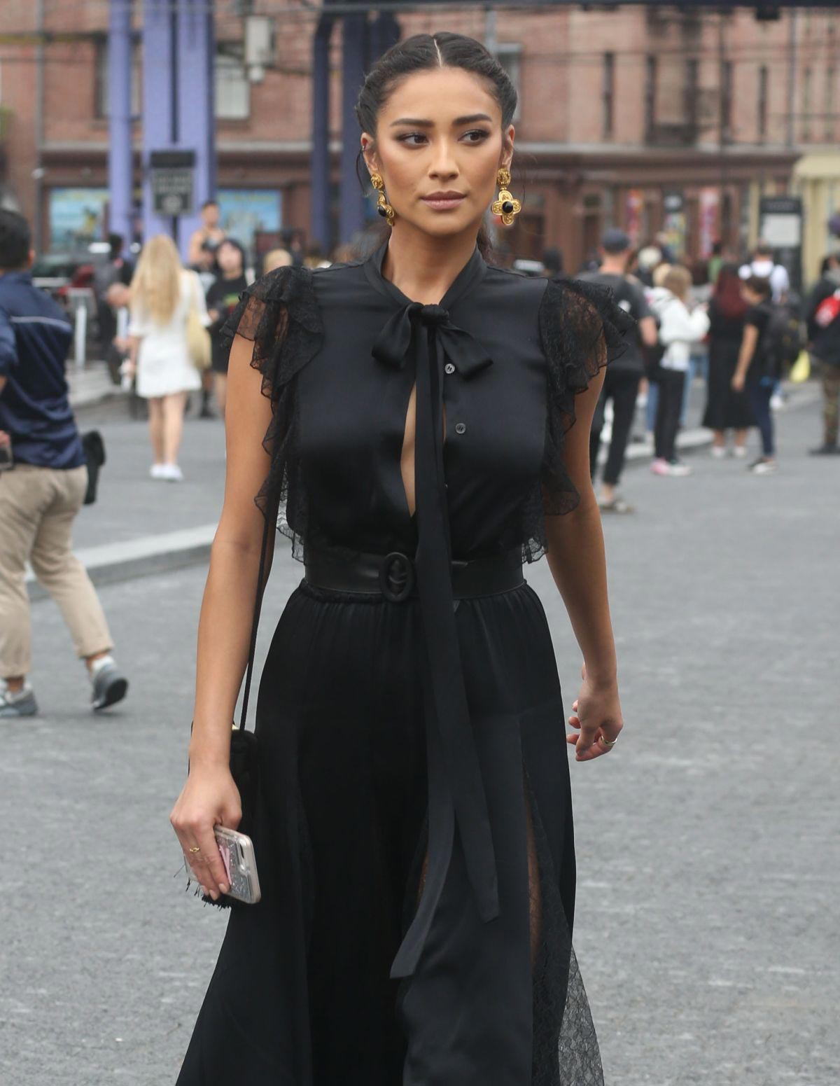 Shay Mitchell Out at New York Fashion Week 2018/09/12 1