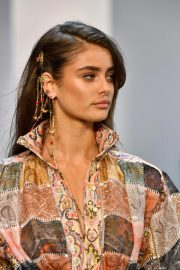 Taylor Hill at Zimmermann Fashion Show in New York 2018/09/10 2