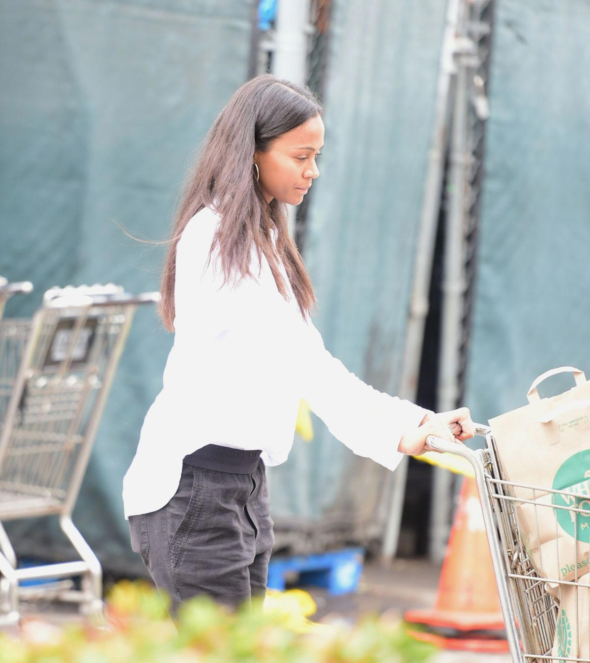 Zoe Saldana Shopping at Whole Foods in Los Angeles 2018/09/05 1