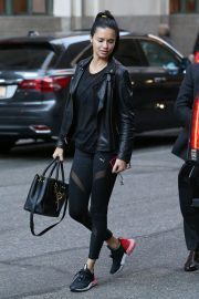 Adriana Lima Arrives at Her Hotel in New York 2018/10/12 3