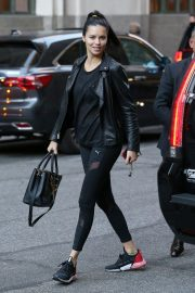 Adriana Lima Arrives at Her Hotel in New York 2018/10/12 4