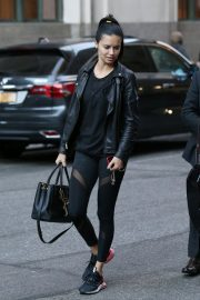 Adriana Lima Arrives at Her Hotel in New York 2018/10/12 6