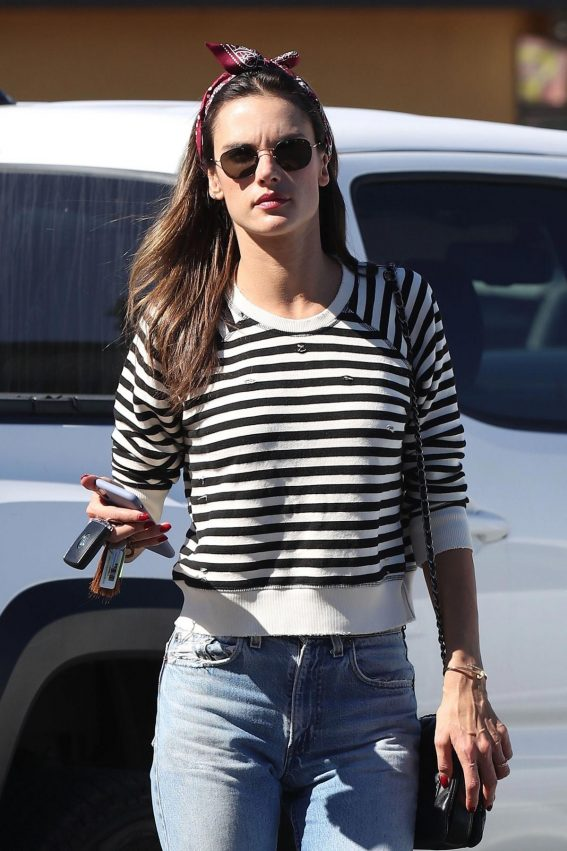 Alessandra Ambrosio Arrives at Top of the Line Skin Care Clinic in Encino 2018/10/16 1