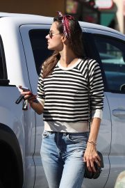 Alessandra Ambrosio Arrives at Top of the Line Skin Care Clinic in Encino 2018/10/16 2