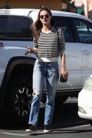 Alessandra Ambrosio Arrives at Top of the Line Skin Care Clinic in Encino 2018/10/16 4