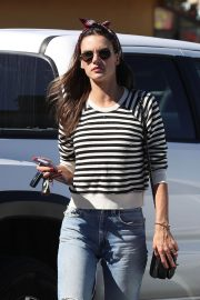 Alessandra Ambrosio Arrives at Top of the Line Skin Care Clinic in Encino 2018/10/16 7