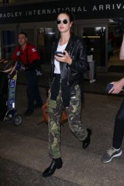 Alessandra Ambrosio at LAX Airport in Los Angeles 2018/10/03 3