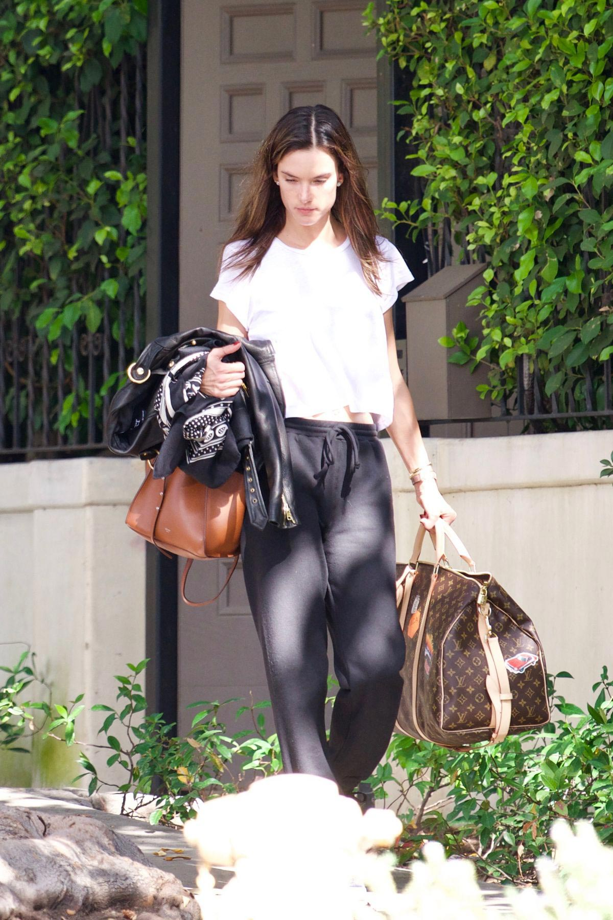 Alessandra Ambrosio Leaves Her House in Brentwood 2018/10/07 1