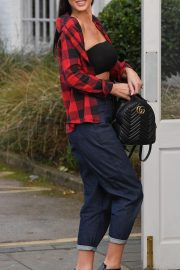 Alice Goodwin Leaves Her Home in Birmingham 2018/10/20 3