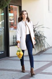 Alison Brie Out Shopping in Los Angeles 2018/10/15 2