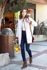 Alison Brie Out Shopping in Los Angeles 2018/10/15 6