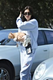 Amelia Gray Hamlin with Her Dog in Beverly Hills 2018/10/06 3