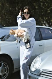 Amelia Gray Hamlin with Her Dog in Beverly Hills 2018/10/06 6