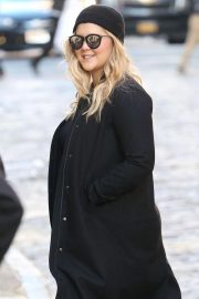 Amy Schumer on The Set of a Photoshoot in New York 2018/10/25 1