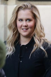 Amy Schumer on The Set of a Photoshoot in New York 2018/10/25 10
