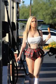 Ana Braga at a Gas Station in Los Angeles 2018/10/21 8