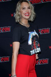 Arielle Kebbel at New York Comic-con 2018/10/07 3