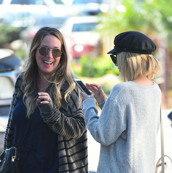 Ashley Tisdale and Haylie Duff at a Farmers Market in Los Angeles 2018/09/30 1