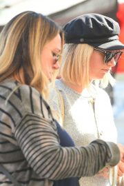 Ashley Tisdale and Haylie Duff at a Farmers Market in Los Angeles 2018/09/30 3