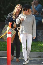 Ashley Tisdale and Haylie Duff at a Farmers Market in Los Angeles 2018/09/30 4