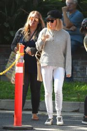 Ashley Tisdale and Haylie Duff at a Farmers Market in Los Angeles 2018/09/30 10