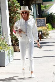 Ashley Tisdale Out with Her Dog in Studio City 2018/10/27 12