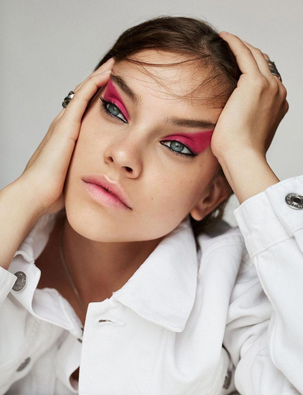 Barbara Palvin in Vogue Magazine, Taiwan October 2018 Photos 1