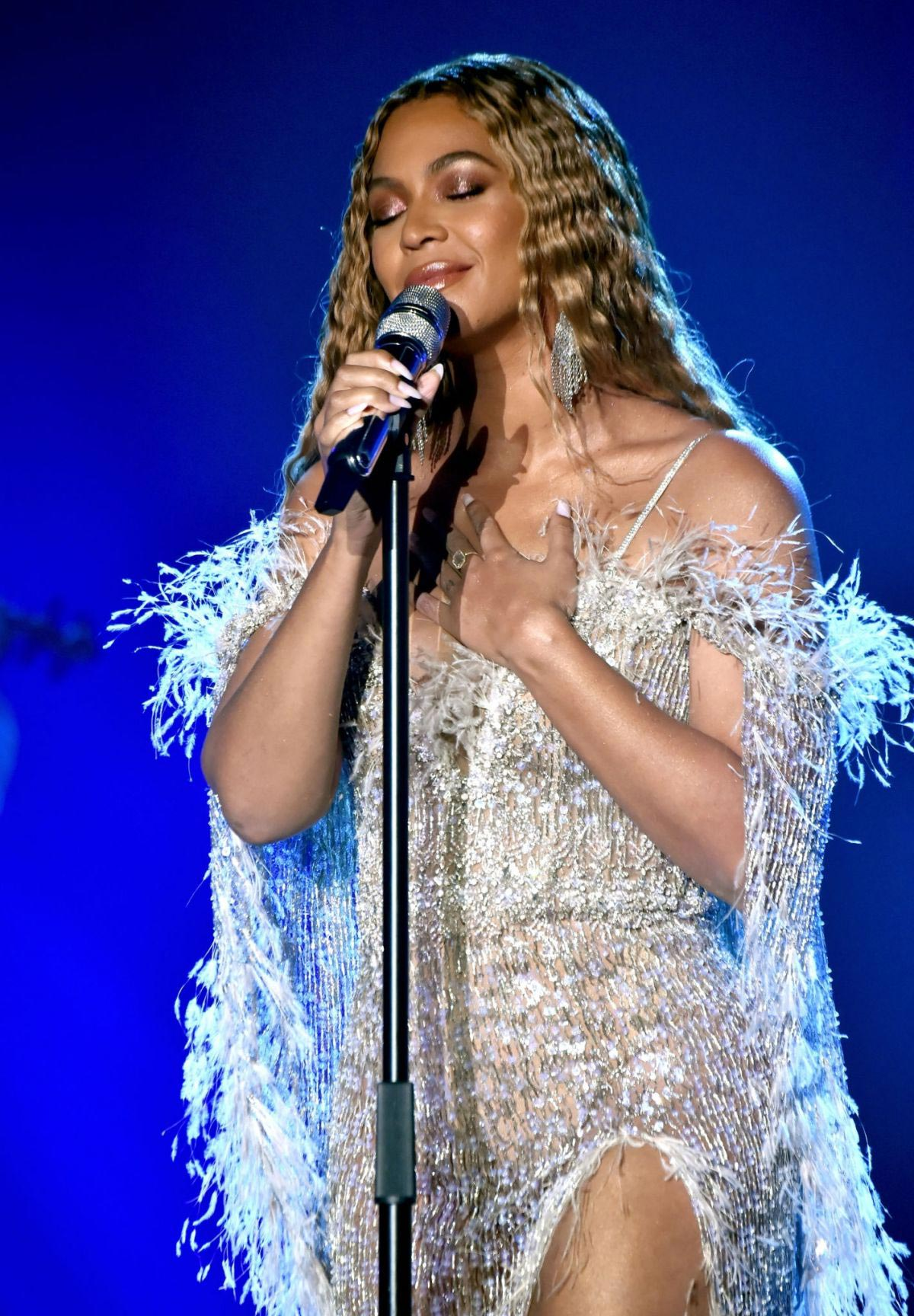 Beyonce Performs at City of Hope Gala in Los Angeles 2018/10/11 1