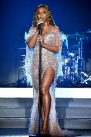 Beyonce Performs at City of Hope Gala in Los Angeles 2018/10/11 5