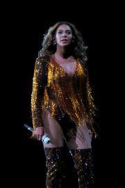 Beyonce Performs at On The Run II Tour in Vancouver 2018/10/02 3