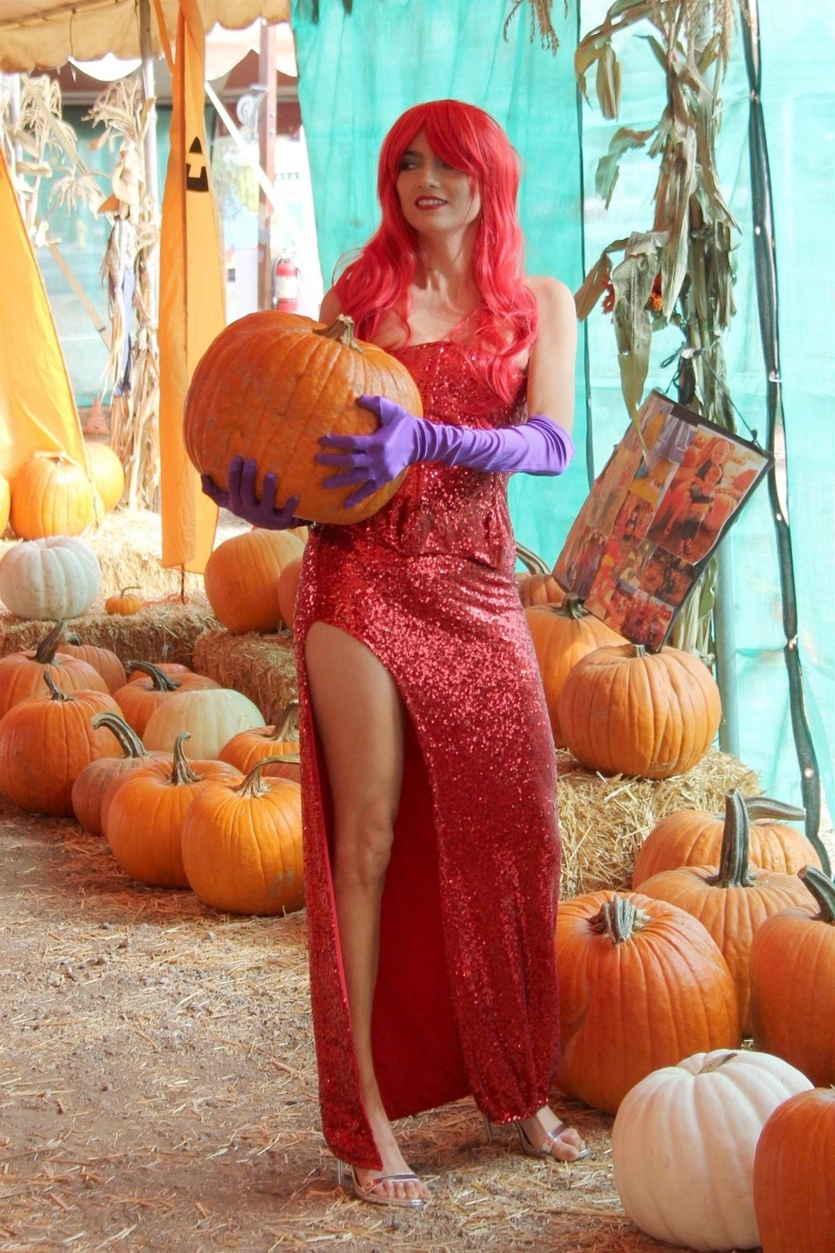 Blanca Blanco as Jessica Rabbit at a Pumpkin Patch in Los Angeles 2018/10/22 1