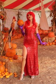 Blanca Blanco as Jessica Rabbit at a Pumpkin Patch in Los Angeles 2018/10/22 2