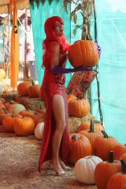 Blanca Blanco as Jessica Rabbit at a Pumpkin Patch in Los Angeles 2018/10/22 8