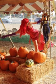 Blanca Blanco as Jessica Rabbit at a Pumpkin Patch in Los Angeles 2018/10/22 9
