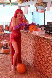 Blanca Blanco as Jessica Rabbit at a Pumpkin Patch in Los Angeles 2018/10/22 12