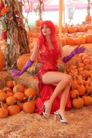 Blanca Blanco as Jessica Rabbit at a Pumpkin Patch in Los Angeles 2018/10/22 16